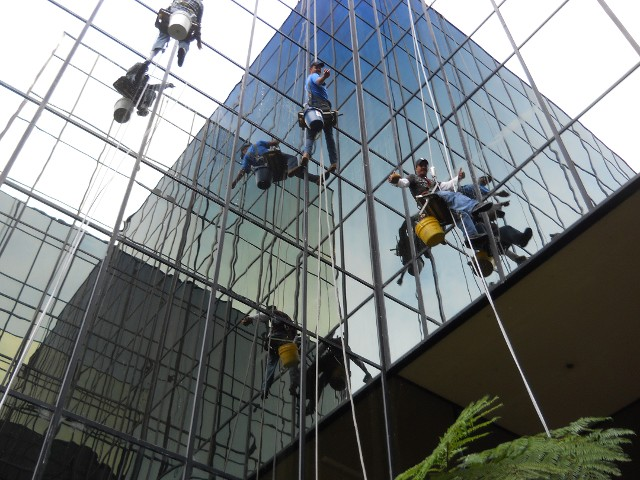 Commercial High-Rise Window Cleaning in the Greater Bay Area